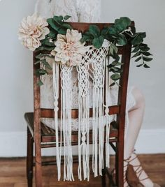 decoracion macramé bodas altar sillas ...