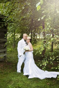 Photo of the bride and groom at Katke Golf Course on their wedding day. Photos courtesy of Jessica Frederick Photography