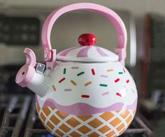 Make tea time a little sweeter by using the cupcake tea kettle. This adorable little tea kettle has superb heat resistance and comes with an enamel coating on...