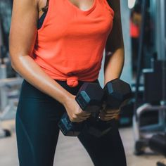 Strength training is an essential component to your workout regimen, especially if your goal is to lose body fat and build muscle. Not all exercises are Best Dumbbell Exercises, Compound Exercises, Thigh Exercises, Dumbbell Workout, Knee Stretches, Kettlebell, Lose Your Belly Diet, Strength Workout, Strength Training