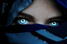 Elisabeth Wheatley: Who has glowing blue eyes in this series? I can't rememb… Elisabeth Wheatley: Wer hat in dieser Serie strahlend blaue Augen? Gorgeous Eyes, Pretty Eyes, Cool Eyes, Perfect Eyes, Story Inspiration, Character Inspiration, Blue Eyes Aesthetic, Eye Art, My Eyes