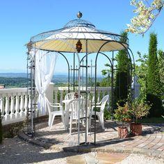 """Mit 3,5 Metern Innendurchmesser bietet Ihnen der Gartenpavillon """"Florenz"""" viel Fläche, die Sie durch Rankpflanzen in den grünen Mittelpunkt Ihres Gartens verwandeln. Hierhin können Sie liebe Gäste einladen und mit ihnen einen"""