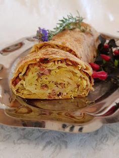Steirischer Erdäpfelstrudel mit Speck Bakery, Ethnic Recipes, Food, Cooking, Eat Lunch, Apple, Meal, Chef Recipes, Essen
