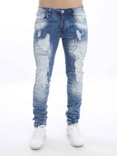 Jeans com lavagens e rasgões.