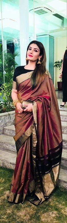How to Select the Best Modern Saree for You? Pakistani Outfits, Indian Outfits, Indian Dresses, Sari Design, Indian Attire, Indian Ethnic Wear, Saree Blouse Designs, Sari Blouse, Bandeau Outfit