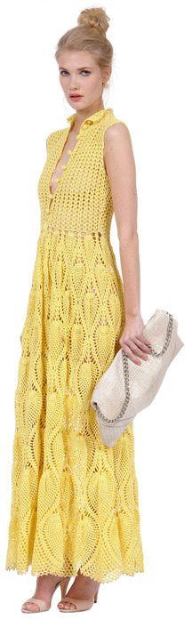 Длинное платье с классическим верхом на пуговичках и низом из узора ананас.
