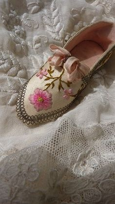 Darling French hand made shoe embroidered floral motifs thimble holder from frenchfadedgrandeur on Ruby Lane