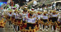 """Grande Rio 2015 A escola de samba levou à avenida o enredo """"A Grande Rio é do Baralho!"""" na primeira noite do Grupo Especial do Carnaval carioca"""