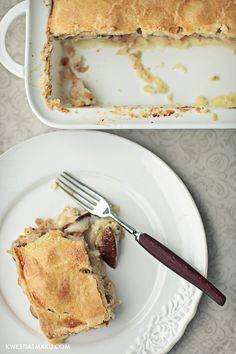 Zapiekanka z ziemniakami, grzybami i kurczakiem z dodatkiem łagodnego niebieskiego sera