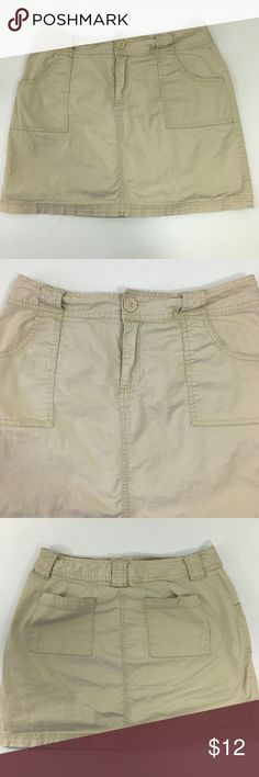 "St. John' Bay Women' Cargo Mini Skorts Size 8 EUC Excellent used condition, no noted flaws. Women' size 8. Color cream/beige. Cargo mini skirts with inner pants. 98% cotton, 2% spandex. Machine wash.   Approx. laying flat measurements: 15"" waist, 15.5""long.   Remember to bundle up and save more, so check my closet for other treasure finds. St. John's Bay Shorts Skorts"