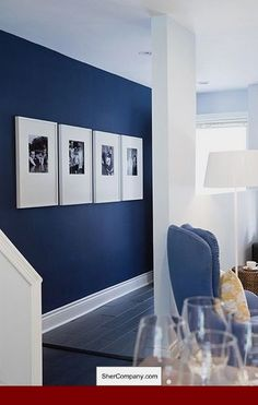 Black and white Photos, large frames and dark blue walls! xx Navy muir / grote listen / paspartout / grafisch / black & white / portretten decor blue walls 4 Affordable Ideas : How to Decorate a Rental House / Apartment Blue Accent Walls, Navy Blue Walls, Navy Blue Rooms, Navy Blue Living Room, Painting Accent Walls, Dark Blue Bedrooms, Home And Deco, Style At Home, Home Fashion