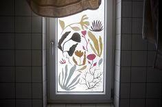 Pappersväxter till badrumsfönster av Sara på Litet arkiv Curtains, Shower, Prints, Diy, House, Creative, Rain Shower Heads, Blinds, Bricolage