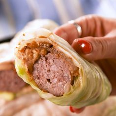 Cabbage Wrap Brats Finding easy and delicious low-carb recipes can be difficult, but this one is a true winner. Yummy Recipes, Low Carb Recipes, Dinner Recipes, Cooking Recipes, Healthy Recipes, Cooking Videos, Cooking Classes, Cooking Eggs, Pan Cooking