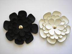 Fehér és fekete bőr virág kitűzők - Lefoglalva!, Ékszer, óra, Dekoráció, Bross…