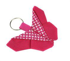 porte-clefs en tissu géométrique rose et blanc par Kipapee sur Etsy