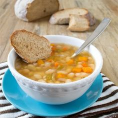 This slow cooker Italian vegetarian bean soup has the flavors found in Italian sausage but without the actual sausage, making it a tasty and healthy meal. Crock Pot Recipes, Soup Recipes, Vegetarian Recipes, Cooking Recipes, Healthy Recipes, Vegetarian Lifestyle, Chili Recipes, Family Recipes, Cooking Ideas