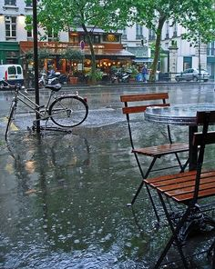 Last came here right after I got my pacemaker and was scared to travel. I knew Paris would be safe for me and now, the world's the limit! Rain in Paris.nothing is more romantic then walking in the rain on the streets of Paris Walking In The Rain, Singing In The Rain, Rainy Night, Rainy Days, I Love Rain, Belle Villa, Jolie Photo, Rain Drops, City Lights