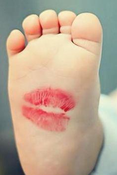 kiss babyfeet