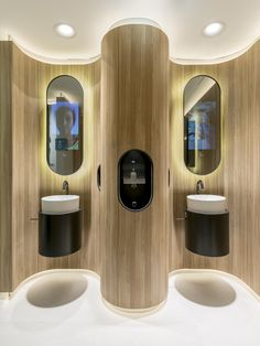 The motivational mirrors empowers public restroom visitors with experiences, knowledge, and positive attitudes to live a healthy life. #public #restroom #interior #design #Madrid