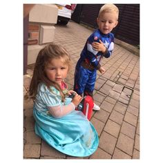 Captain America an his mate Elsa @lmhart79 complete nutjobs �������� #captainamerica #elsa #mates #buddies #fightlikecatanddog #butthenloveeachothernext #gofigure #crazykids http://misstagram.com/ipost/1552283793891630212/?code=BWK0eLdgZyE