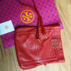 Tory Burch amanda foldover messenger bag Barly used...Like new condition. ..no flaws ...100% AUTHENTIC. ..no Trade  Offer through the button only please tory Burch  Bags