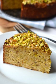 Print our free orange almond cake recipe to make a gorgeously delicious gluten free dessert that combines moist cake with a crunchy pistachio topping Gluten Free Cakes, Gluten Free Desserts, Just Desserts, Passover Desserts, Baking Recipes, Cake Recipes, Dessert Recipes, Salad Recipes, Mexican Food Recipes