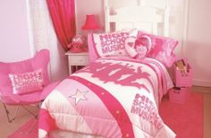 High School Musical Silhoulette Full Comforter by High School Musical. $3.60. Silhouette of cast in pink across white center with movie logo. Official High School Musical comforter for Full beds. Machine wash and tumble dry for easy care. Made of 55 percent polyester, 45 percent cotton; 100 percent polyester fiber fill. Surrounded by accent stripes and stars. Amazon.com Product Description                What time is it? Time to get your head in the game for a slumbering night sp...