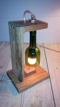 lampe palette et bouteille