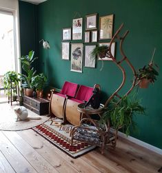 Ideas Vintage Interior Green Living Rooms For 2019 Living Room Plants, Living Room Green, Living Room Interior, Living Room Decor, Bedroom Decor, Living Rooms, Modern Interior Design, House Colors, Gallery Wall