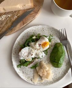 Avocado Poached Egg Recipe Avocado Poached Egg Recipe especially Italian cuisine, and which you will easily prepare yourself at home. Think Food, Love Food, Aesthetic Food, Food Inspiration, Meal Prep, Cravings, Food Porn, Food And Drink, Healthy Eating