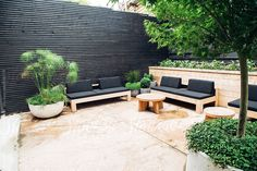 Garden Design Ideas : A beautifully minimalist outdoor hosting area. Backyard Privacy, Small Backyard Landscaping, Backyard Fences, Fence Landscaping, Pool Fence, Privacy Fence Decorations, Outdoor Living, Outdoor Decor, Landscape Design