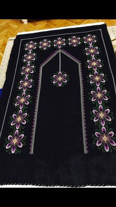 This Pin was discovered by İlk Funny Cross Stitch Patterns, Cross Stitch Designs, Bargello, Chrochet, Baby Knitting Patterns, Diy And Crafts, Bohemian Rug, Projects To Try, Beads