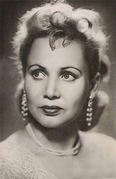 February 13, 1913 was born Soviet actress Lidia Smirnova