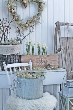 Once again Viebeke has created a charming vignette, this one for Spring.