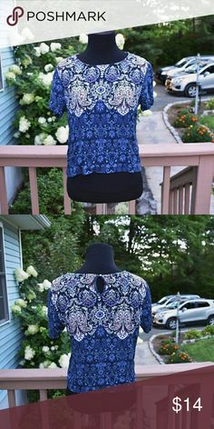 Beautiful Garage Printed Blouse In like new condition! Only worn once! Size Small. Super comfortable! Garage Tops Blouses