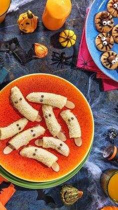 Rezept: Halloween Snacks zum Fürchten - Für Kinder und die ganze Familie Gesunde Süßigkeiten für die Kleinen - schön gruseling Monster Apfel, Grusel Erdbeeren, Gespenster Bananen Halloween / Kochen / Essen / Ernährung / Lecker / Kochbox / Zutaten / Gesund / Schnell / Abendessen / Mittagessen / Winter / Herbst #halloween #hellofreshde #kochen #essen #abendessen #mittagessen #zutaten #diy #richtiglecker #familie #rezept #kochbox #ernährung #lecker #gesund #leicht #schnell #einfach #winter… Halloween Snacks, The Fresh, Carrots, Vegetables, Blog, Healthy Sweets, Halloween Diy, Fall Halloween, Proper Tasty