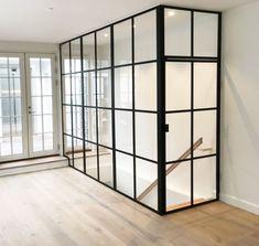 Få Inspiration til din glasvægsløsning her - industriel New york stil Modern Bathroom, New York, Room Inspiration, Restoration, Divider, Interior Ideas, Basement, Room Ideas, Furniture