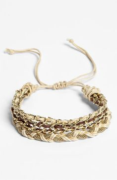 This is a very cute bracelet ! Reminds me of the ones in Mexico :)