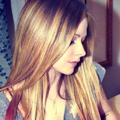 Avril has a magic cute nose *Avril Lavigne trusts us ->>> | http://fas.st/1m_YV7