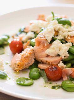 salada de salmão, feta e favas