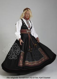 Beltestakk fra Telemark - BunadRosen AS Costume Shop, Folk Costume, Costumes, Norwegian Style, Scandinavian Folk Art, Classy Outfits, Classy Clothes, Bridal Crown, Traditional Dresses