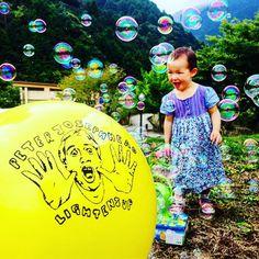 今日のライブは 山 シャボン玉 温泉 だPlaying today in the mountains with the bubbles and the hot spring and the Keiko! What a way to finish up Japan Tour! #blessed #iyoyakanosato