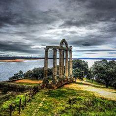 Y lleva siendo así siglos y siglos. No se ha construido nada relevante en Extremadura jamás.   30 razones para no poner jamás un pie en Extremadura