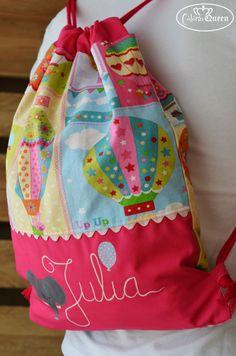 Bolsa mochila personalizada handmade con nombre pintado a mano.