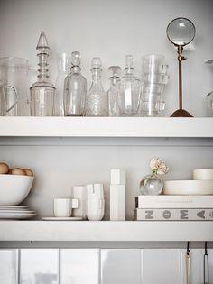 Open shelf for glass