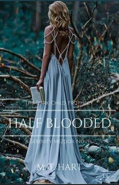 #wattpad #fantasy (img from @vouge_style, Instagram) Her aunt brought peace to the world of supernaturals before she was born. Her father was murdered when she was only four. Growing up in an elite family of vampires should have given her a comfortable lifestyle... Until she discovered her ability to turn into a Wolf. Serenity Mezdor is a sassy, st...
