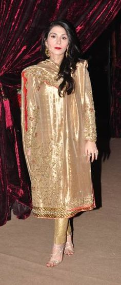 Feeha Jamshed Mehendi Outfits, Pakistani Outfits, Bling Dress, Eastern Dresses, Indian Dresses, Net Dresses, Indian Bridal Lehenga, Desi Clothes, Kurta Designs