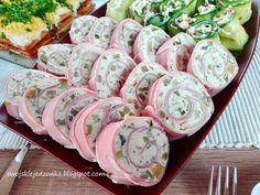 Coś innego -pięknie wyglądają na stole i pysznie smakują-idealne na każdą okazję,domówkę,urodziny czy święta,można przygotować je dzie... Salad Menu, Salad Dishes, Easy Salad Recipes, Easy Salads, Crab Stuffed Avocado, Cottage Cheese Salad, Polish Recipes, Wrap Sandwiches, Appetizers For Party