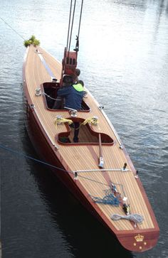 """Die Jacht """"Nirvana"""" wird in Flensburg zu Wasser gelassen Wooden Boat Building, Wooden Boat Plans, Boat Building Plans, Yacht Design, Boat Design, Classic Sailing, Classic Yachts, Cool Boats, Small Boats"""