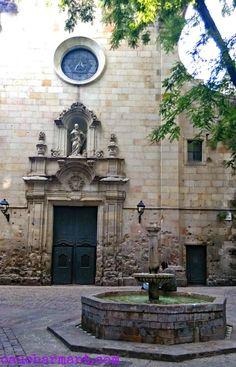 Plaça de Sant Felip Neri, uno de los rincones con más encanto de Barcelona.  Rincones para perderse. Lugares con encanto. Barrio Gótico. www.caucharmant.com